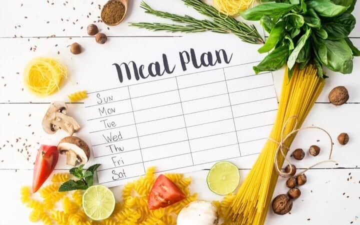 SIMPLE FAMILY MEAL PLANNING TIPS TO SAVE MONEY