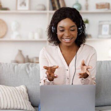 Skooli Review: online tutor giving lessons online via Skooli