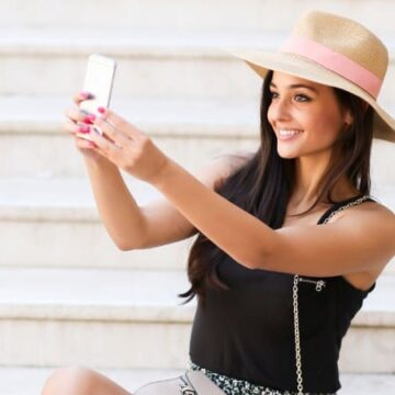 This girl making money taking photos of herself